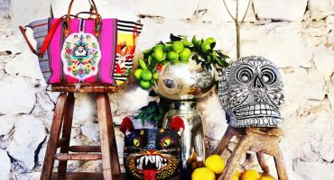 Y en la nota gandalla: pagan 235 pesos a mayas por adornar bolsas Louboutin