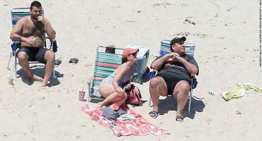 Fino gobernador estadounidense descansa en playa que él cerró por falta de presupuesto