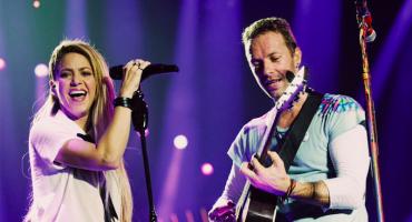 ¡El horror! Shakira sube al escenario con Coldplay para destrozar