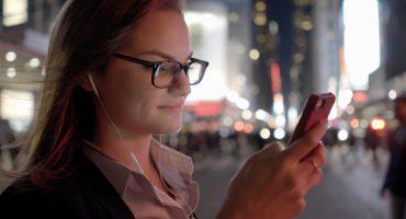 Hawaii pasará ley para prohibir el uso de celulares al cruzar la calle
