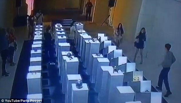 Desastre en galería de Los Angeles