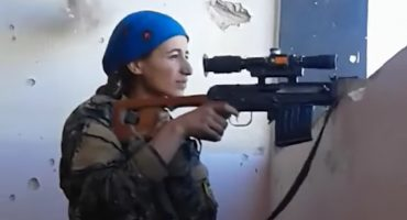 Por poquito: la francotiradora que se salvó de un disparo de ISIS