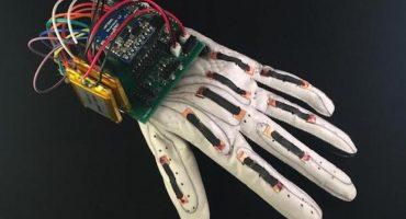 Crean un guante capaz de convertir lenguaje de señas en texto