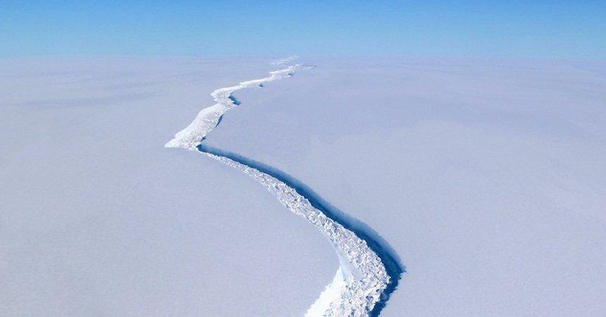 Iceberg de mil millones de toneladas se desprende de la Antártida