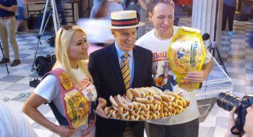 Conozcan al orgulloso ganador del Nathan's Hot Dog Eating Contest 2017