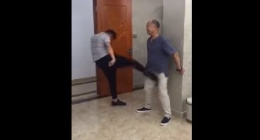 ¿Se puede resistir una patada karateca en los bajos? Este maestro les da la respuesta
