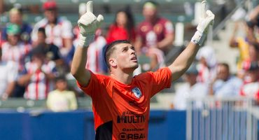 El Benfica tiene en la mira al portero de Querétaro, Tiago Volpi