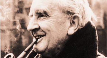 Nicholas Hoult podría interpretar a un joven J.R.R. Tolkien