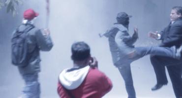 Chavistas irrumpen en Asamblea de Venezuela y atacan a diputados