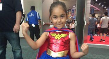 Las niñas se lucen en la Comic-Con con cosplays de Wonder Woman
