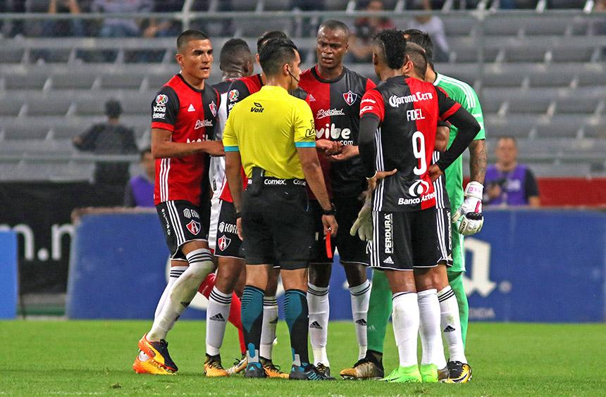 """Tras dos rojas injustas, Barreiro ataca: """"Son una vergüenza"""""""