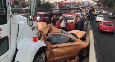 Tráiler embiste a varios autos en Torres de Satélite, se reporta una persona muerta