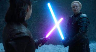 ¡Miren el duelo entre Arya Stark y Brienne de Tarth con sables de luz!