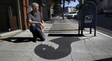 Un artista callejero confundió a varios peatones usando sólo sombras