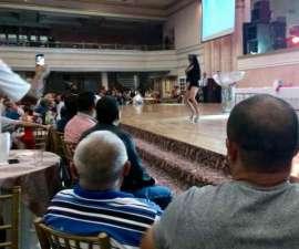 Además de ver el show de desnudistas, los trabajadores de la delegación Cuauhtémoc participaron en los juegos organizados por edecanes, que los instaban a darse besillos o toqueteos
