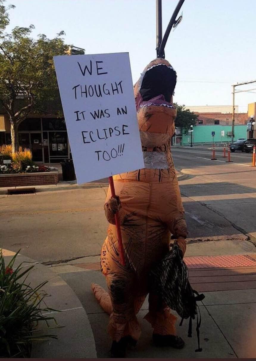 Memes del eclipse - Dinosaurios