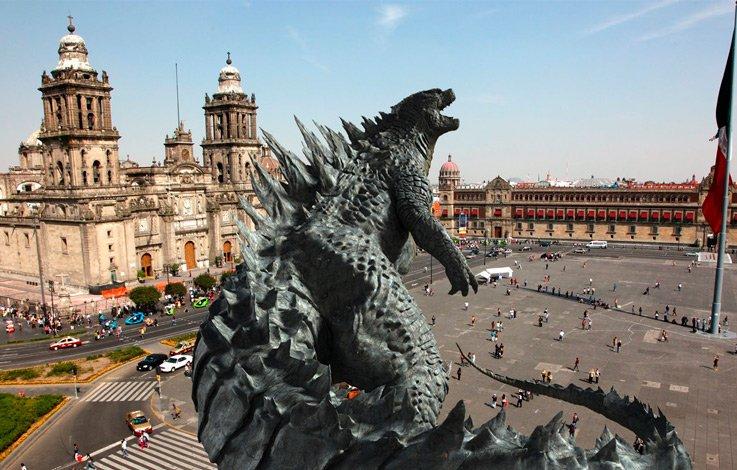 Godzilla en el Zócalo capitalino