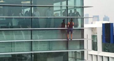 Sin nada qué temer: un sujeto escaló un edificio en la Ciudad de México