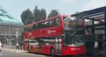 Verdadero estrenón a uno de los nuevos camiones del Metrobús
