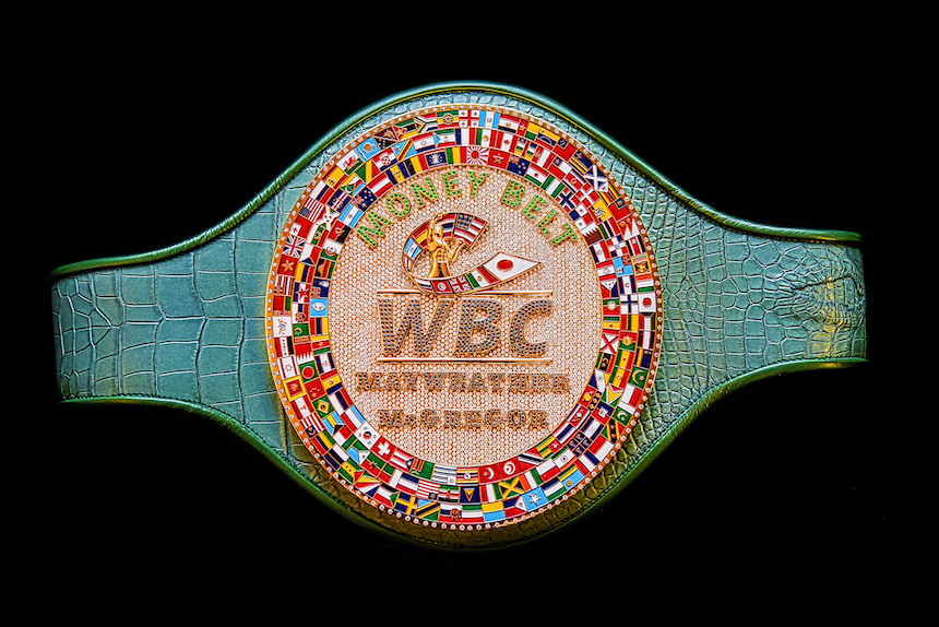 Este será el cinturón que se pelearán Floyd Mayweather y Conor McGregor