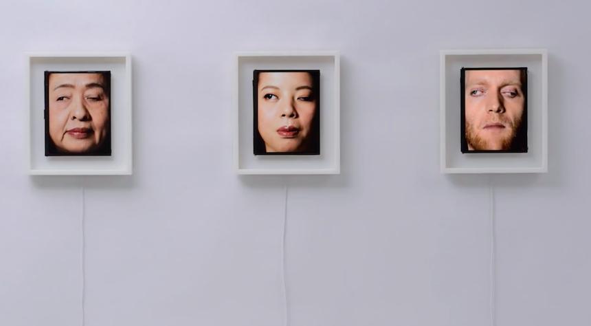 Reloj que funciona a base de expresiones humanas