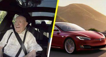 Este viejito viaja por primera vez en un Tesla y su reacción es increíble