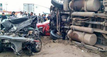 Embiste tráiler a dos autos en la autopista México - Puebla; se reporta tránsito lento