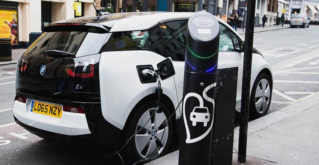 Punto de carga para auto eléctrico en Escocia