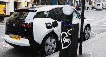 Escocia se propone desaparecer en 2032 los autos que utilicen gasolina