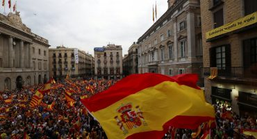 Españoles marchan a favor de la unidad y en contra referéndum por la independencia de Cataluña