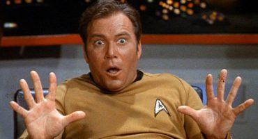 El Capitán Kirk manda un mensaje al espacio con el Voyager