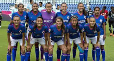 Increíble: el árbitro le pide al Cruz Azul Femenil que se dejen meter gol