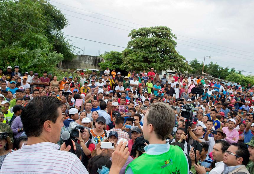 EPN visita zona afectada por sismo en Tonalá, Chiapas