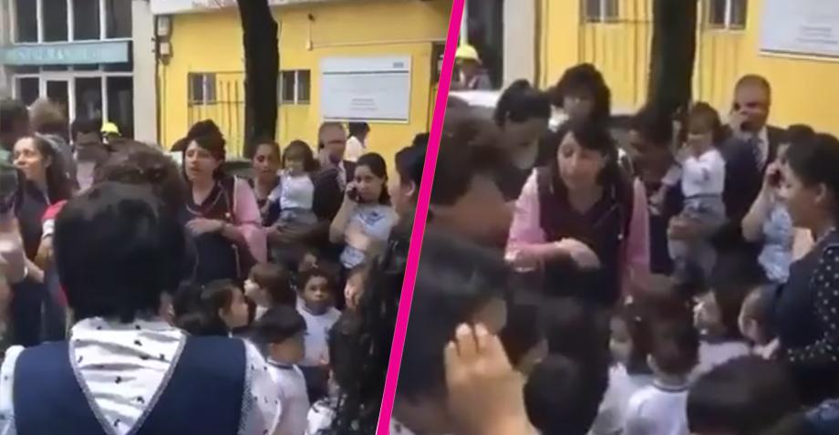 Maestras cantan a sus alumnos en la calle para calmarlos después del sismo