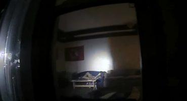 Policías arrestan a un ladrón en plena movida... con resultados sexuales