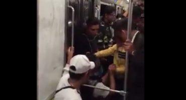 Y dicen que ya no hay románticos: chavo pide matrimonio en vagón del Metro