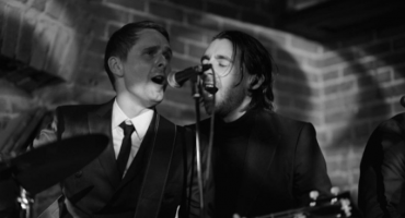 Miles Kane y Matt Bellamy formaron un supergrupo tributo a The Beatles