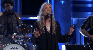 Mira a Patti Smith interpretar