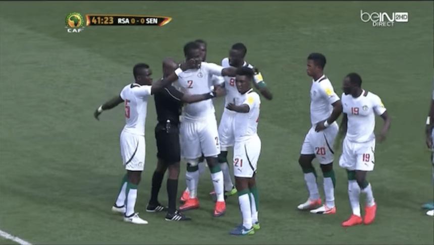 El Sudáfrica vs Senegal se volverá a jugar ya que estuvo manipulado por el árbitro
