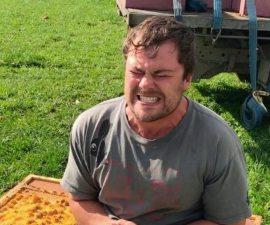 El sujeto que se sentó en un panal de abejas