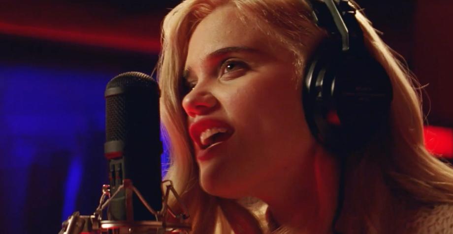 """Mira el video oficial de """"Easy"""", la rola de Sky Ferreira para Baby Driver"""