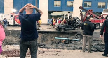 Ahora en Nuevo León: lluvias causan graves inundaciones, mujer muere al caer en socavón