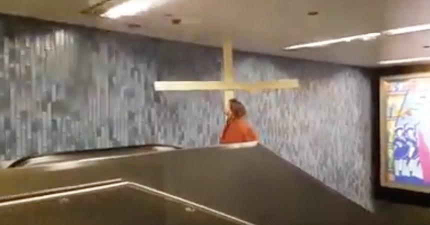 Un sujeto disfrazado de Jesucristo sufre un accidente