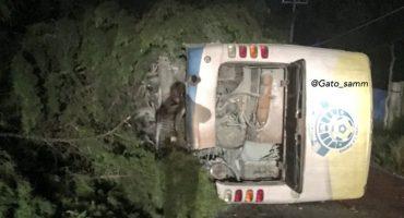 Vuelca el autobús de Los Reboceros de La Piedad; hay ocho heridos