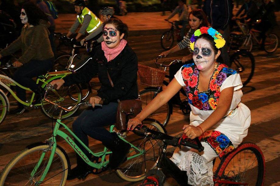 Desfile, ofrendas y paseo nocturno: todo lo que necesitas saber para celebrar el Día de Muertos en GRANDE