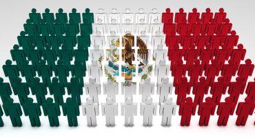 bandera de México con muñecos