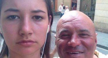 Le llovían piropos en la calle, así que se tomó selfies con los acosadores