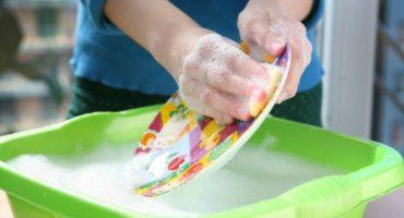 Profeco emite alerta por bacteria en más de 9 mil botellas de lavatrastes