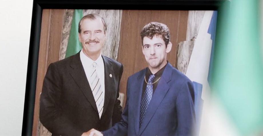 ¡Vicente Fox apoya la candidatura de Chava Iglesias en Club de Cuervos!