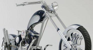La moto con motivos de los New York Yankees es hermosa